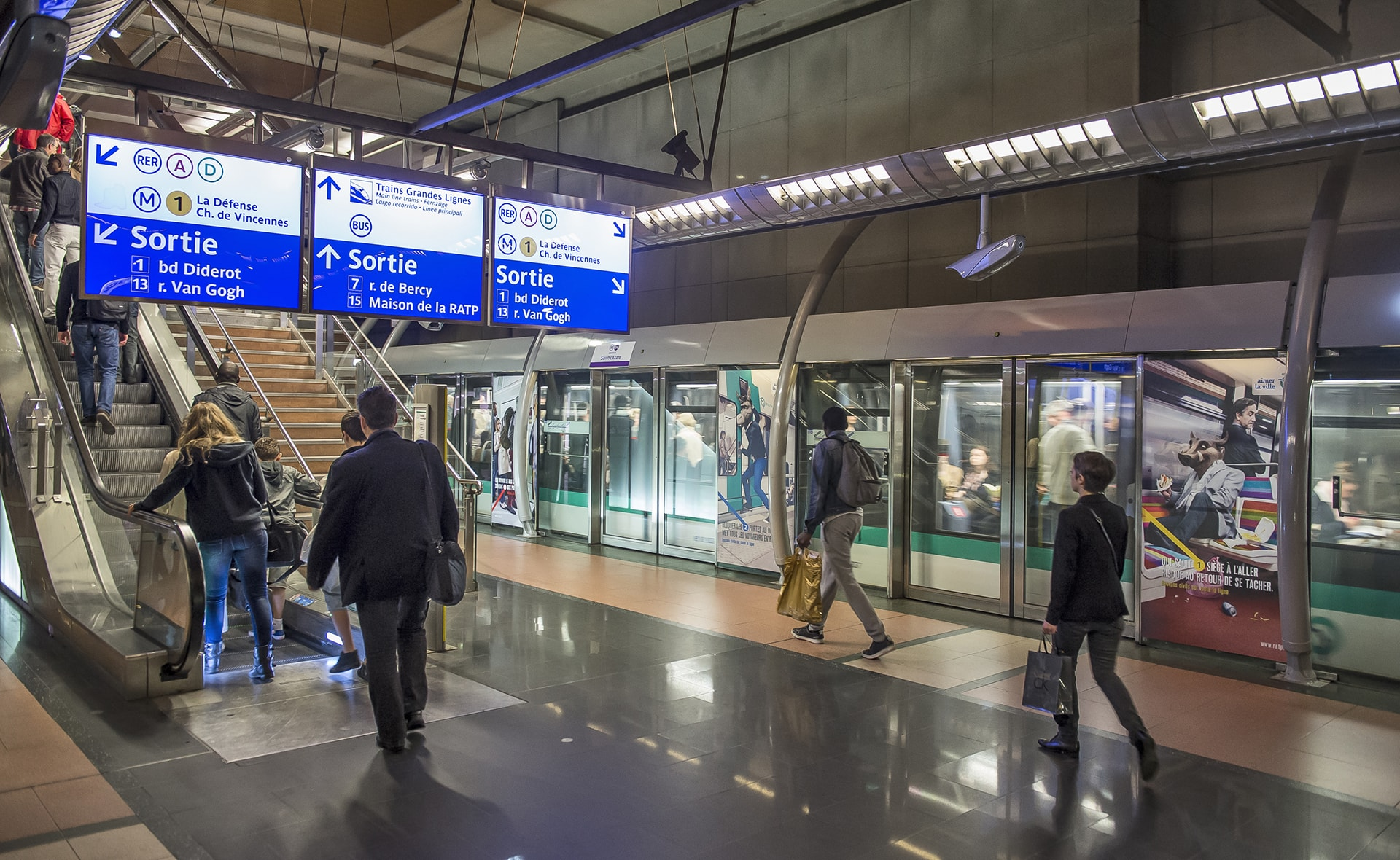 Image of train and people at RATP in Paris