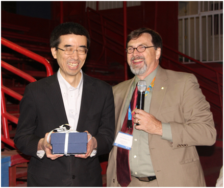 ETSI NFV ISG Chair Steven Wright(r) recognized Tetsuya Nakamura(l), NFV ISG Vice Chair for outstanding contributions in NFV Phase 1.